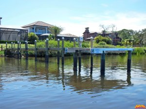Dock with composite decking and Beamless Deco Boatlift